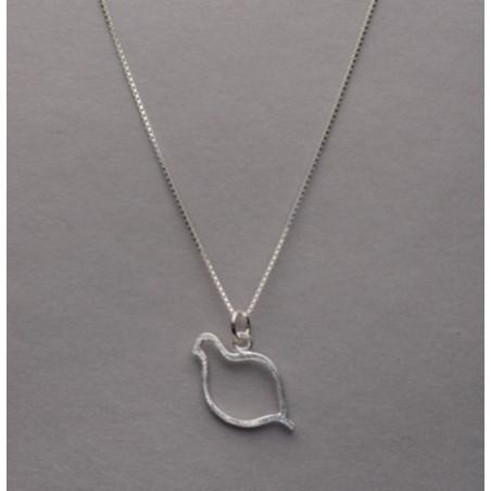 Halsband i silver med ett hänge i form av en ripa