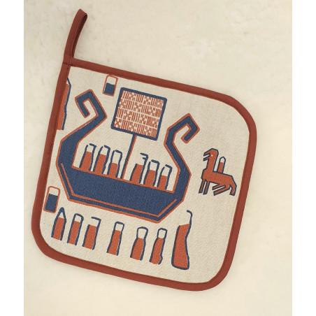 Grytlapp med textil handtryck inspirerat av Överhogdalsbonaden