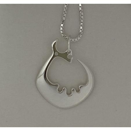 Storsjöodjur i silver med en halskedja